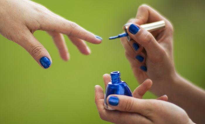 manichiura culoare albastru