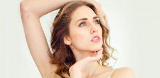 portret femeie cu parul lung
