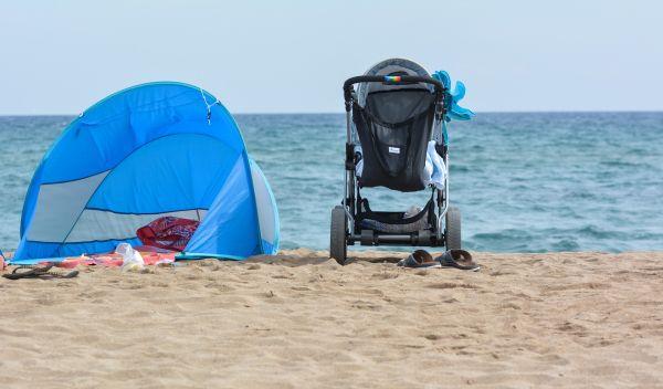 carucior pentru copii pe plaja