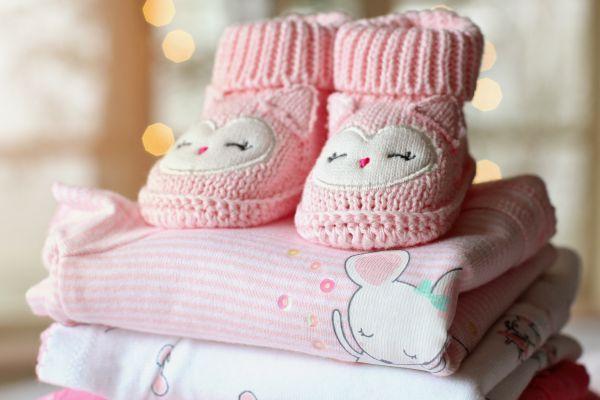 botosei si hainute pentru bebelus