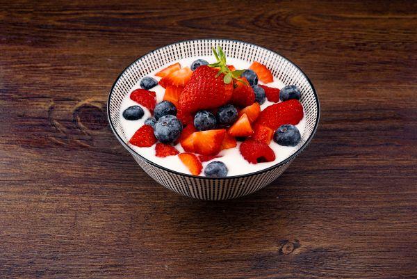 iaurt cu fructe de padure