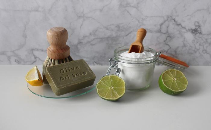 produse naturiste de curatenie lamaie, bicarbonat de sodiu si sapun de casa