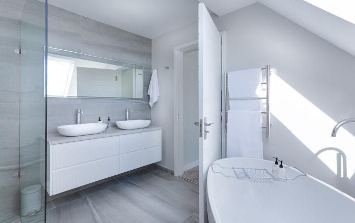 Alege o baie în stil minimalist pentru amenajarea băii în tendințe 2021